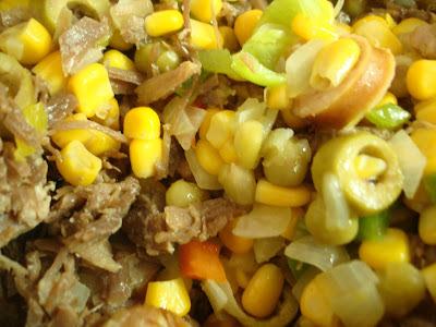 Sobrou carne assada? Faça um Mexidão de Carne Desfiada, Milho e Linguiça!