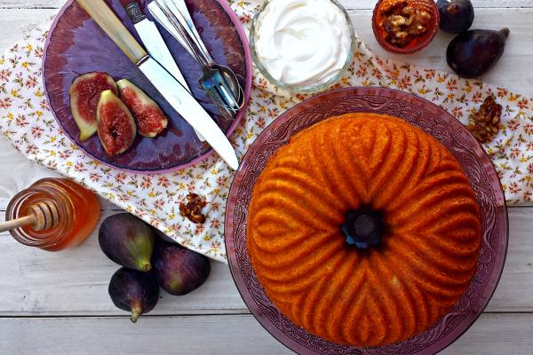 bundt cake de yogur griego con nueces, higos y miel {para un concurso}