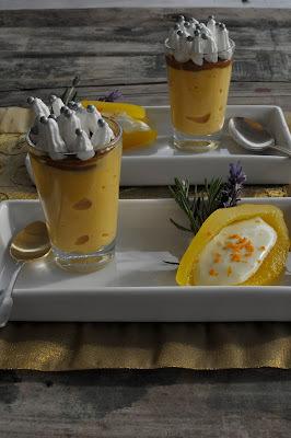 Mousse de lúcuma-manjar y papayas rellenas con crema de limón