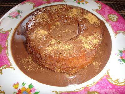Pudim de pão diet com calda de achocolatado Gold