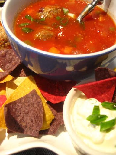 Soupe-repas mexicaine aux minis boulettes