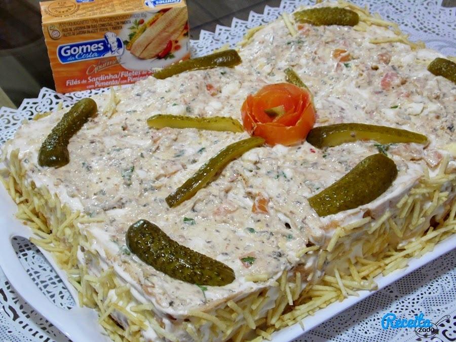 de torta de pão de forma com sardinha