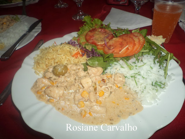 arroz branco e estrogonofe de frango para 250 pessoas