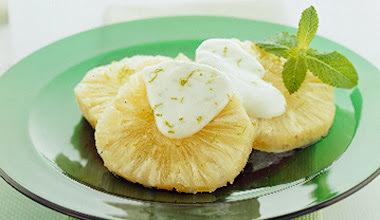 Abacaxi Refrescante com Molho de Iogurte