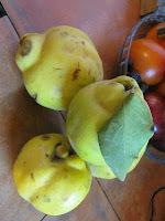 Pollo Asado con Jugo de Naranjas, Con Guarnición de Membrillo y Repollitos de Bruselas