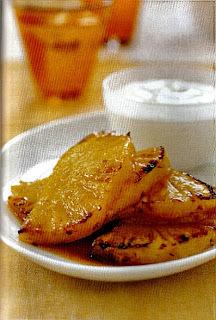 Abacaxi com gengibre grelhado