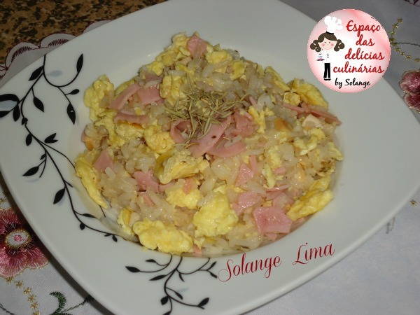 Arroz com shoyo, ovos, frango, queijo, presunto ...
