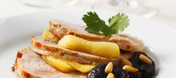 Lombo de Porco com Ameixas e Suco de Abacaxi