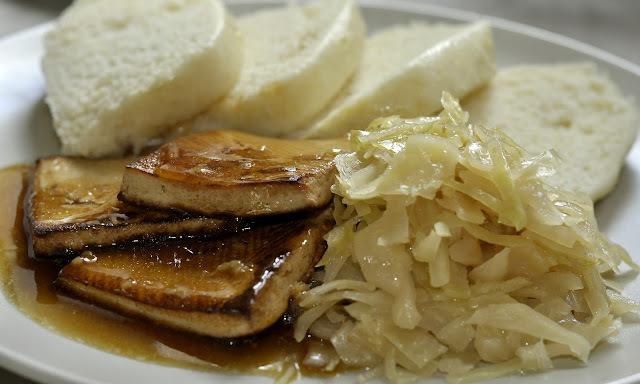 Tofu, kapusta a domáca knedľa
