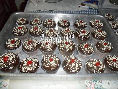 Cupcakes de chocolate com recheio de doce de leite