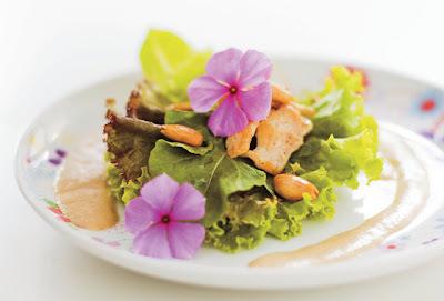 Salada de frango ao molho de amêndoas, mel e maracujá