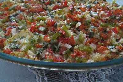 DELICIOSO Filé de Peixe assado com cama de batatas e cobertura de verduras e alcaparras: simples, saudável e saboroso!