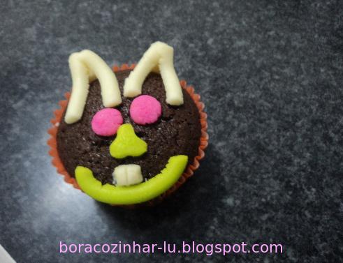 Cupcake de chocolate para páscoa