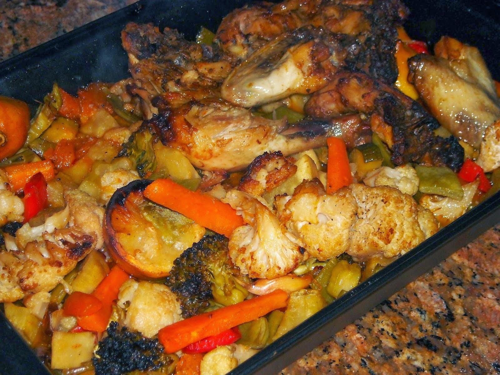 de frango assado em pedaços no forno