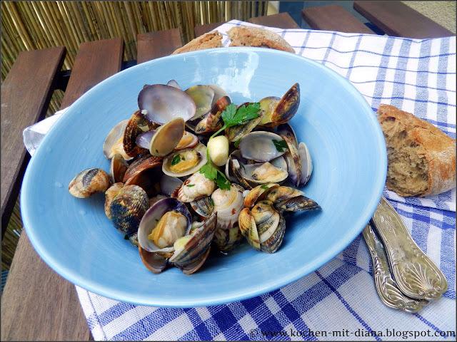 Venusmuscheln mit Knoblauch und Olivenöl/ Clams with garlic and olive oil