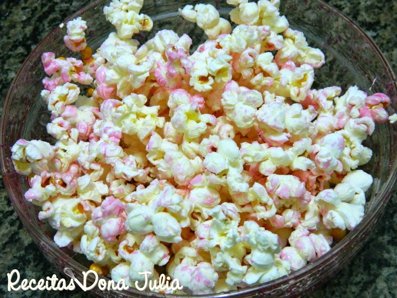 de pipoca doce cor de rosa com corante