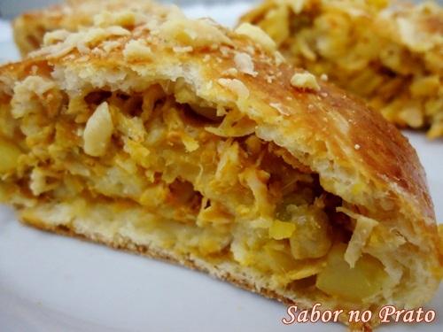 de pão de batata recheado com queijo e presunto