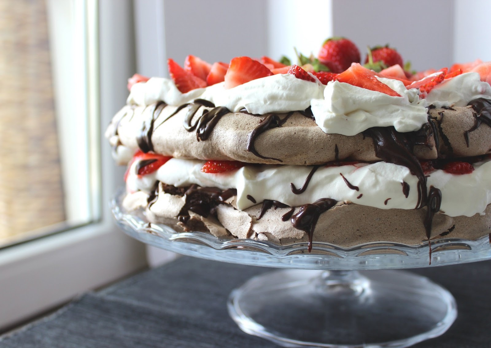 Čokoladna Pavlova sa jagodama VOL.2 / Chocolate Pavlova with Strawberries
