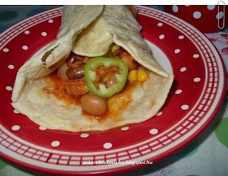 Tortilla csípős lecsó és bab  töltelékkel
