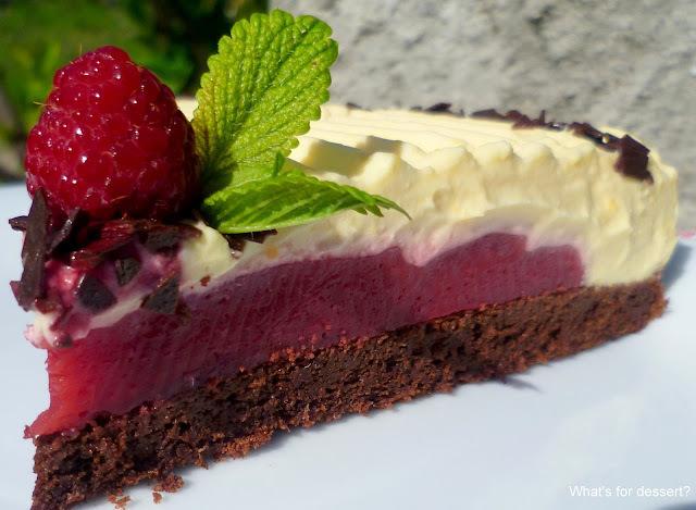 Rođendanska torta s malinama i bijelom čokoladom