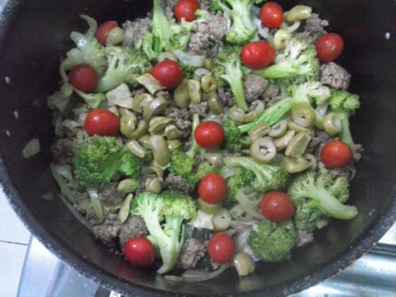 salada para acompanhar rocambole de carne moida