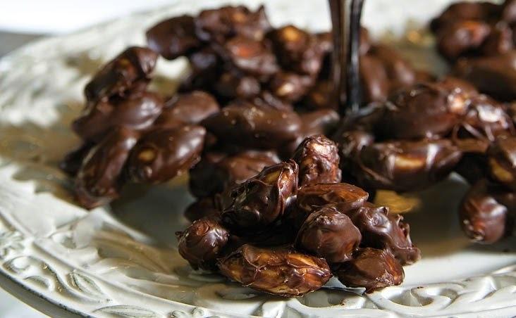 Σοκολατάκια με καραμελωμένα αμύγδαλα