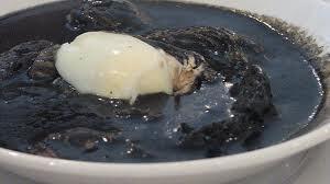 Pavo en relleno negro oriental (chirmole)
