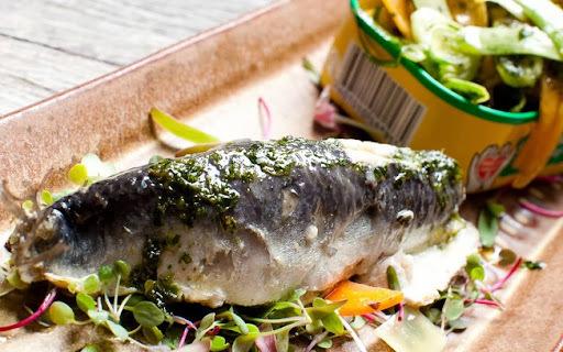 Sardinha Portuguesa em Salmoura com Salada de Legumes