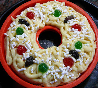 rosca de pascua rellena con crema pastelera