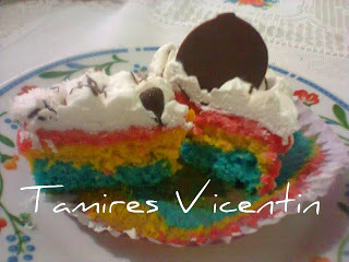 como decorar cupcakes com chantilly colorido