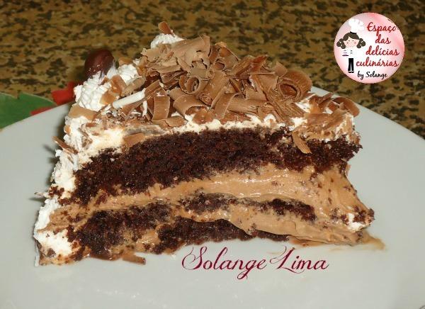Bolo de chocolate com mousse de trufa e leite condensado