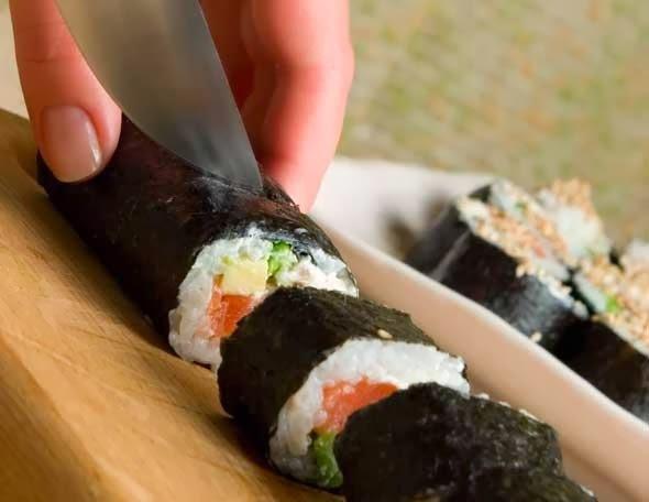 Aprendé a hacer sushi y hacé gala de tus encantos culinarios con esta receta súper fácil de hacer.