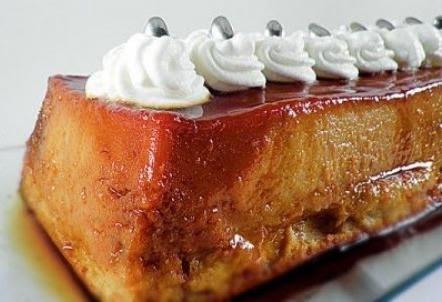 Pudding de pan con crema batida