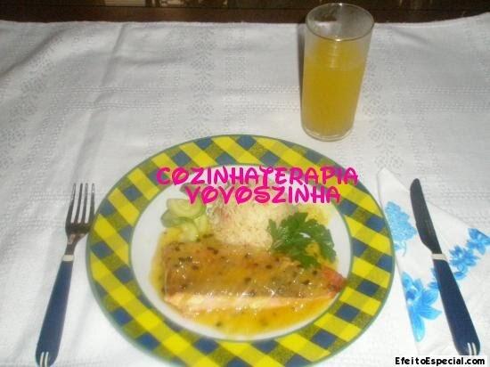 Posta de salmão ao molho de maracujá / arroz com abobrinha e tomate