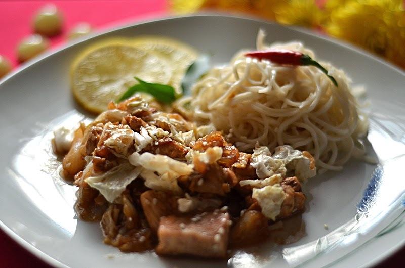Čínske kura so sladkou chili omáčkou a sezamom
