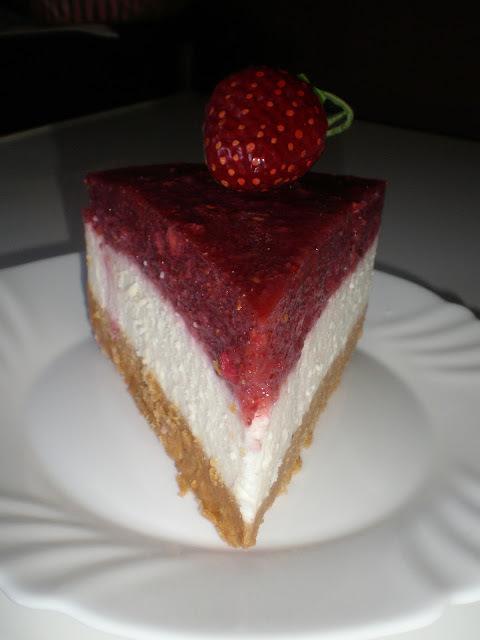 Cheesecake sa šumskim jagodama