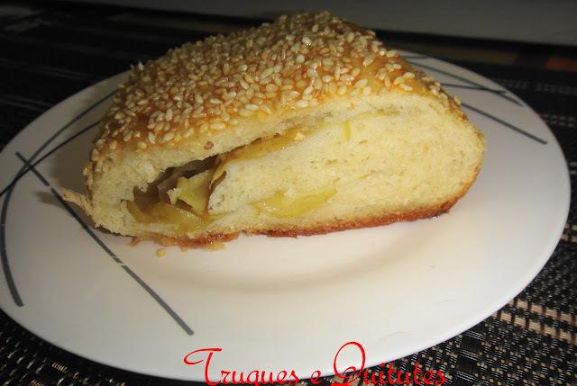Pão caseiro recheado com queijo