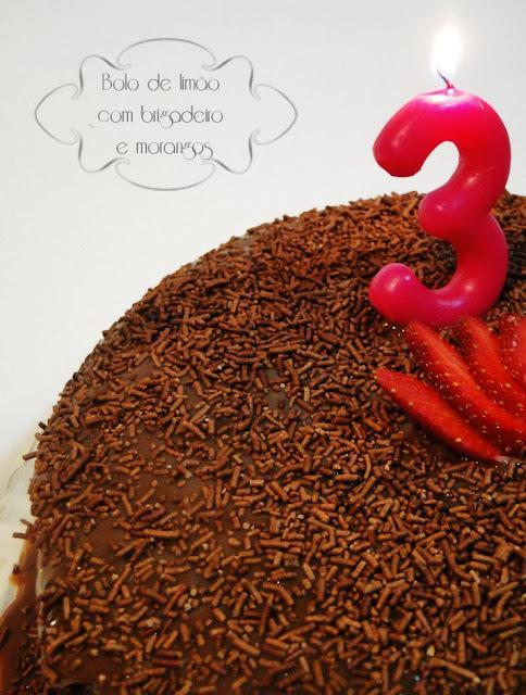 de um bolo de aniversario facil gostoso e barato