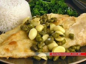 file de peixe com alcaparras e champignon