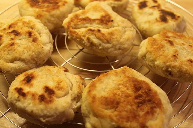 Les pains à la poêle de Candice Kother