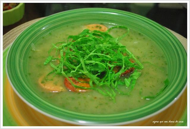 sopa com sustância: caldo verde (com linguiça de soja)