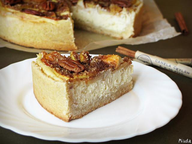 Яблочный чизкейк с корицей и орехами пекан / Cheesecake de maçãs, canela e nozes-pecã