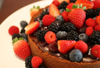 Torta Trufada com frutas vermelhas