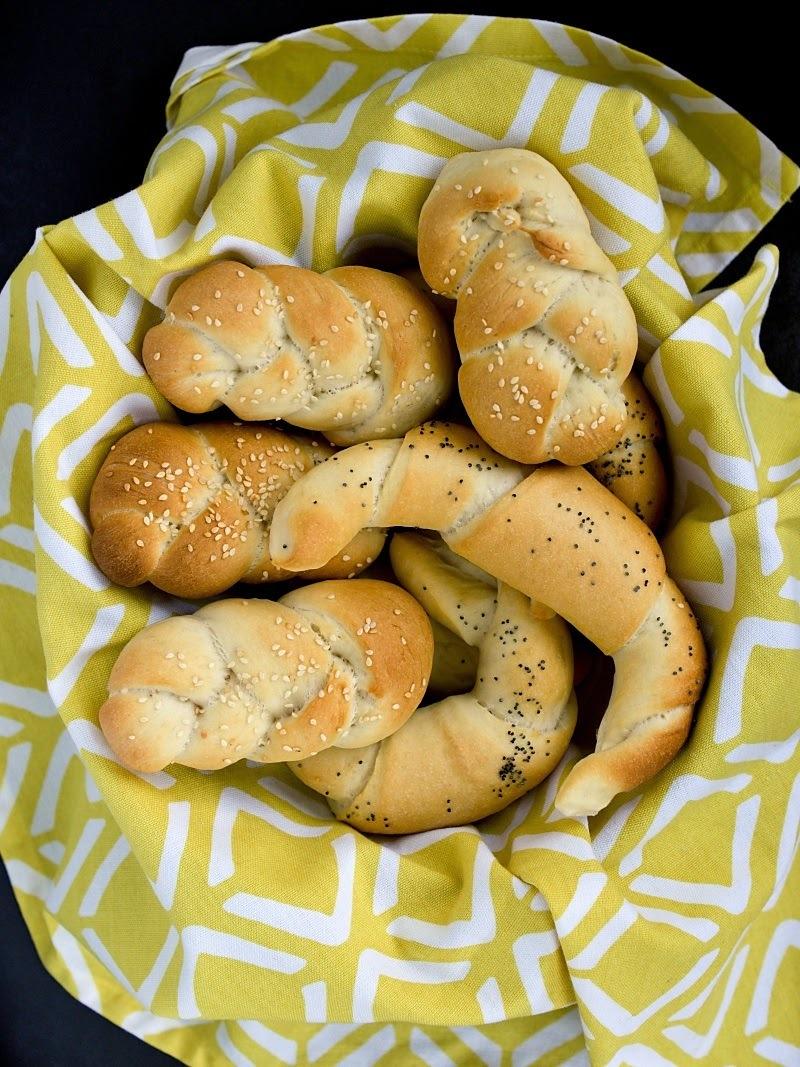 Bílé pšeničné pečivo - rohlíky, housky