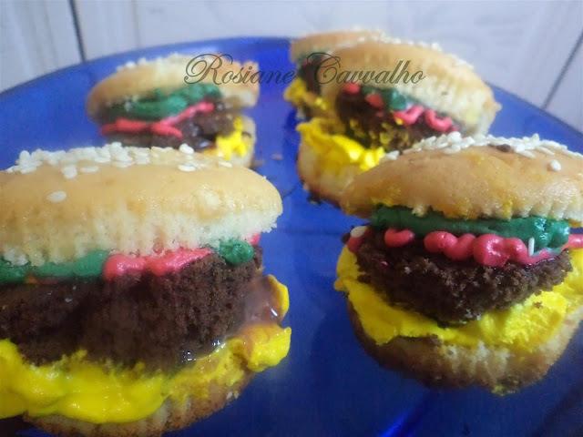 de cupcakes decorados com pasta americana