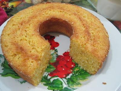 bolo de milharina com leite de coco e milho verde