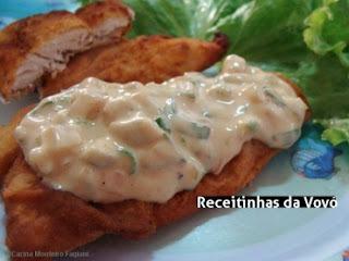 de file de peixe empanado ao molho de mostarda