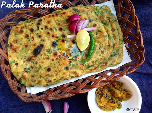 Palak Paratha / Spinach Paratha