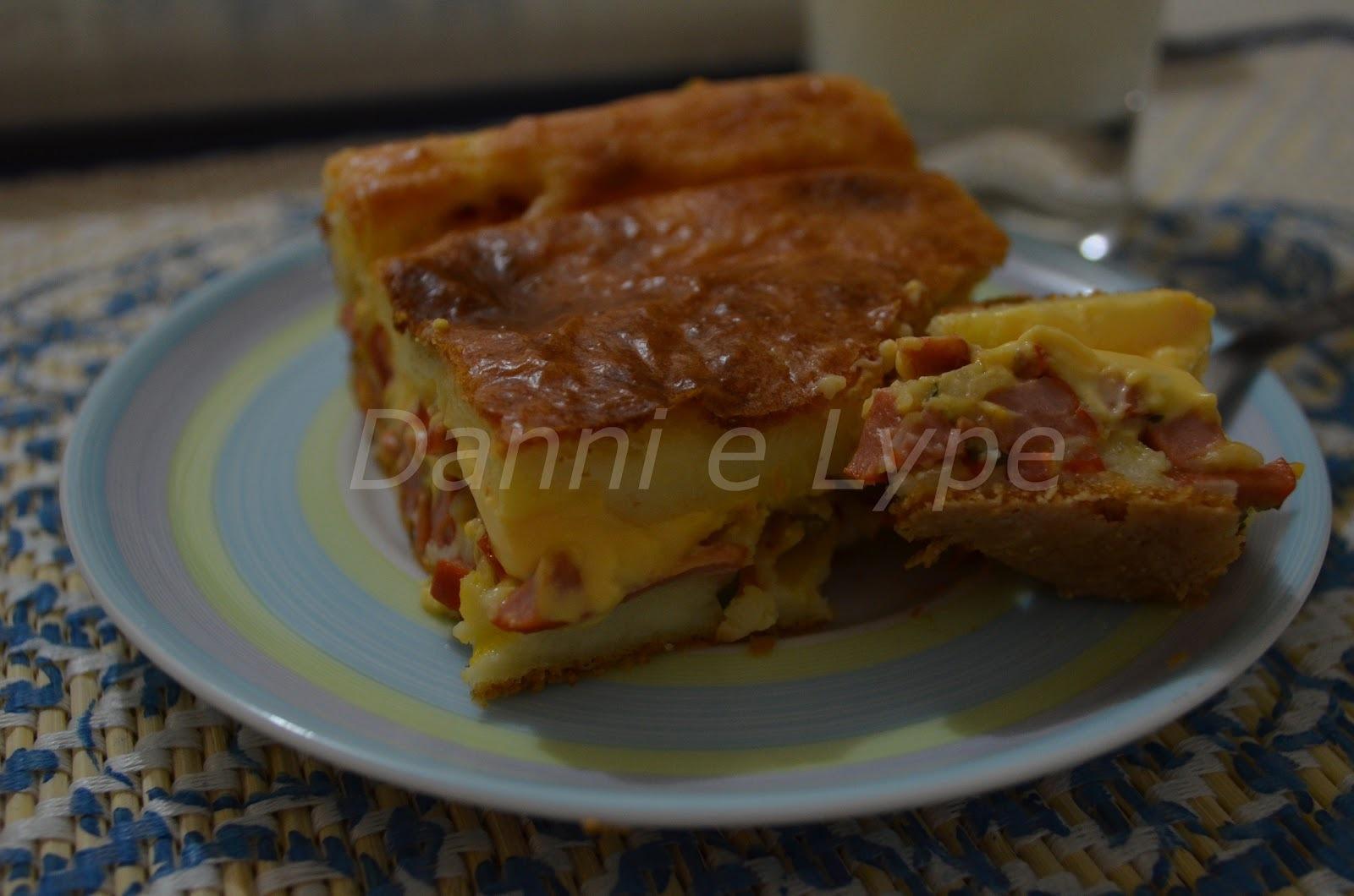 Torta Cremosa de Salsicha com Cheddar