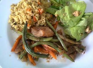 Filé de Peixe Assado com Legumes e Molho Tailandes